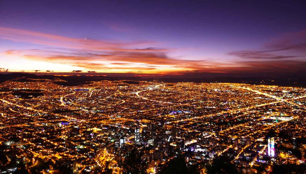 Kolumbien - Bogota at sunset from above