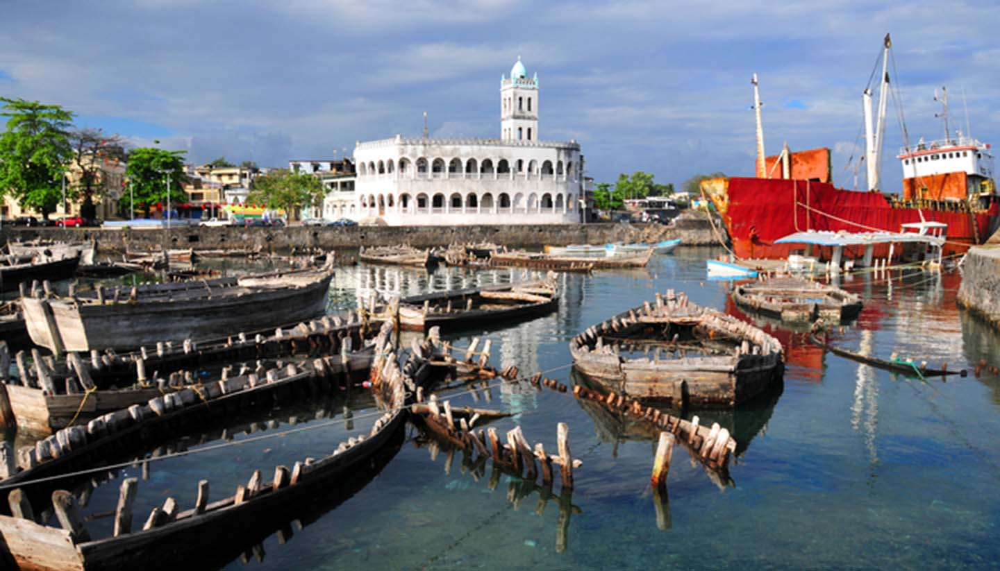 Komoren - Moroni, Comoros: dhow port and the Old Friday Mosque