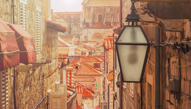 Kroatien - Dubrovnik old city, Croatia, warm filter, lens flare