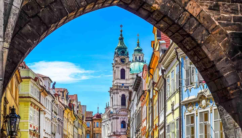 Tschechische Republik - View of old town in Prague taken from Charles bridge