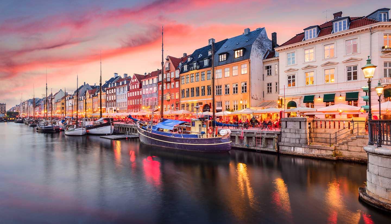 Dänemark - Copenhagen, Denmark at Nyhavn Canal