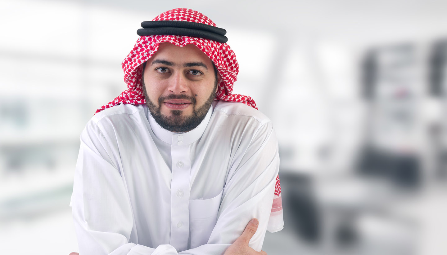 Saudi-Arabien - arabian business man executive in his office