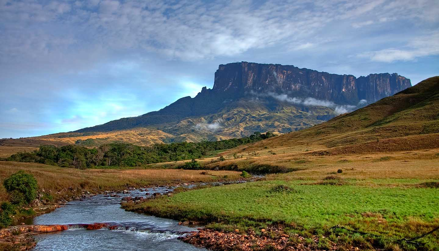 Venezuela - Stunning view to tepuy next to Roraima
