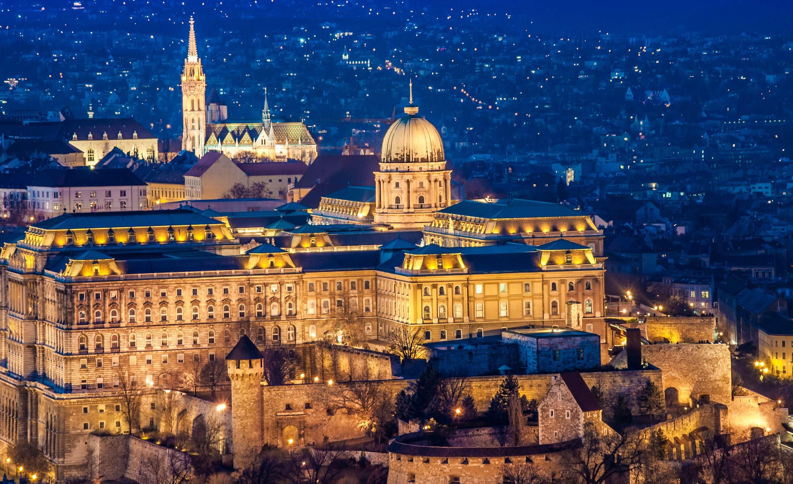 Budapest Schloss in der Nacht