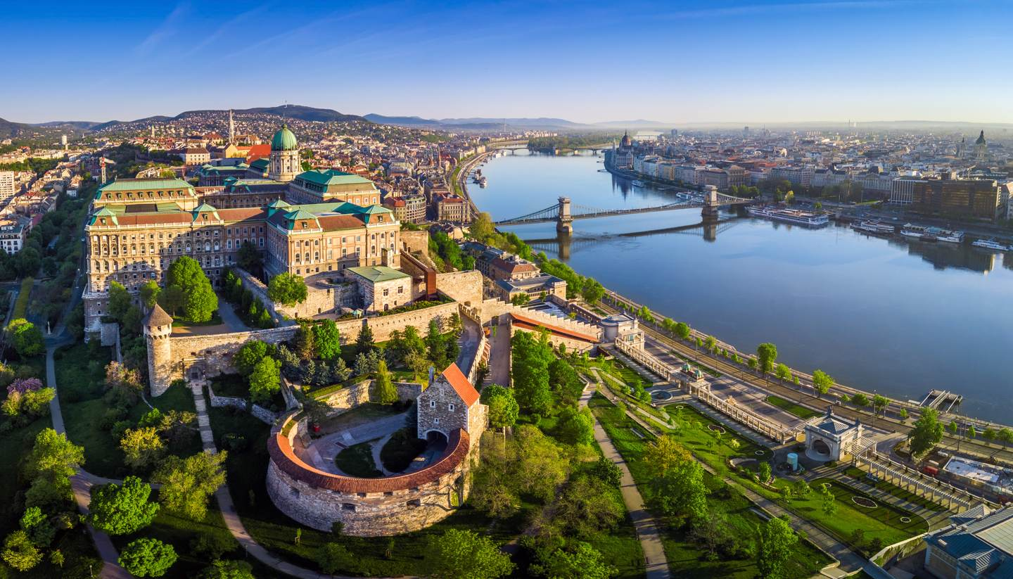 Budapest Highlight - shu-Europe-Hungary-Budapest-Buda Castle Royal Palace and other landmarks-1078814498-ZGPhotography-1440x823