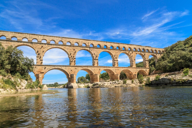 Pont du Gard, das alte römische Aquädukt bei Nîmes in Südfrankreich