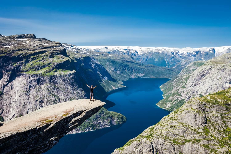 Der Trolltunga Felsvorsprung in Norwegen